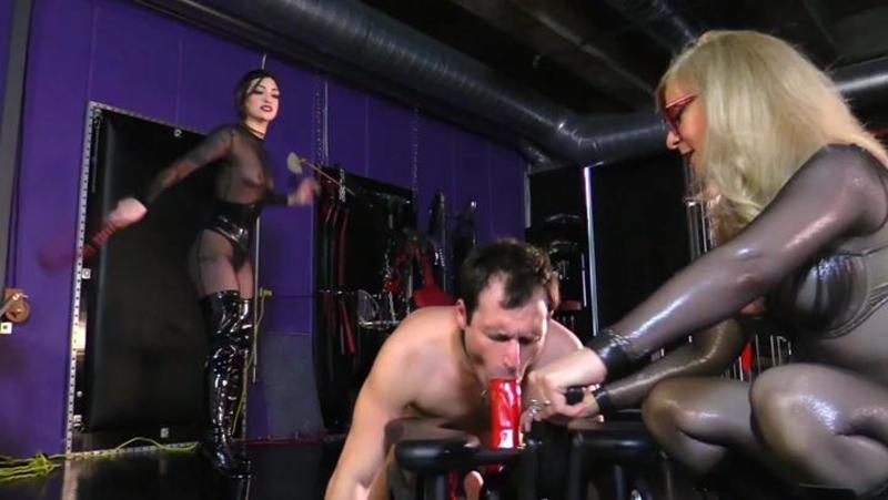 Jannette recommends Cosplay blow job