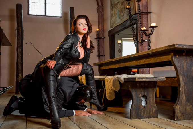 Aynes recommend Lesbian domination and feet